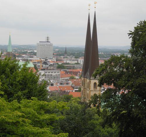 Blick von der Sparrenburg auf Bielefeld.