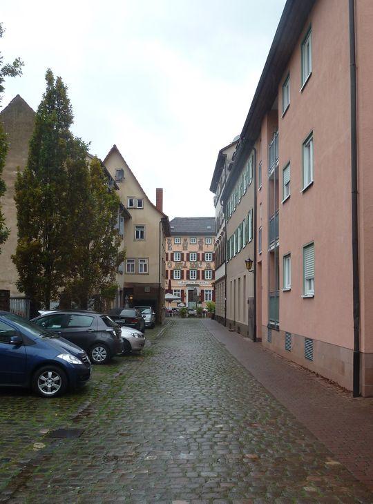 In der Altstadt von Eberbach. Hinten das Hotel Karpfen, das von der Familie Rohrlapper geführt wird.